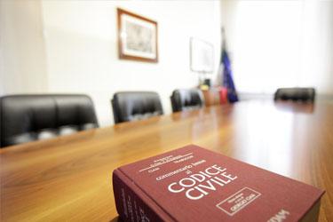 Notaio per Stranieri: Consulenza su Carta e Permesso Soggiorno