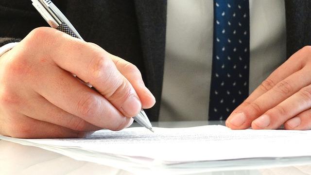 Clausola penale, caparra confirmatoria e penitenziale sono le clausole rafforzative del contratto di compravendita casa dal notaio